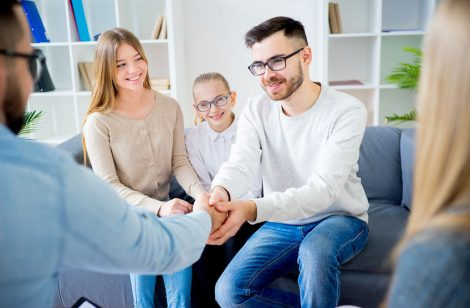 75350355 - family with psychologist